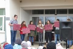 Skolēni stāsta par labajiem darbiem Latvijai.