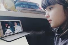 """2.klases skolniece Endija Sala skatās izrādi """"Slinkums"""""""